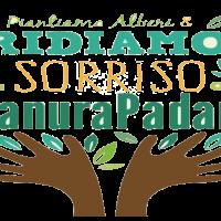 mani color marrone che sorreggono la scritta ridiamo il sorriso alla pianura padana
